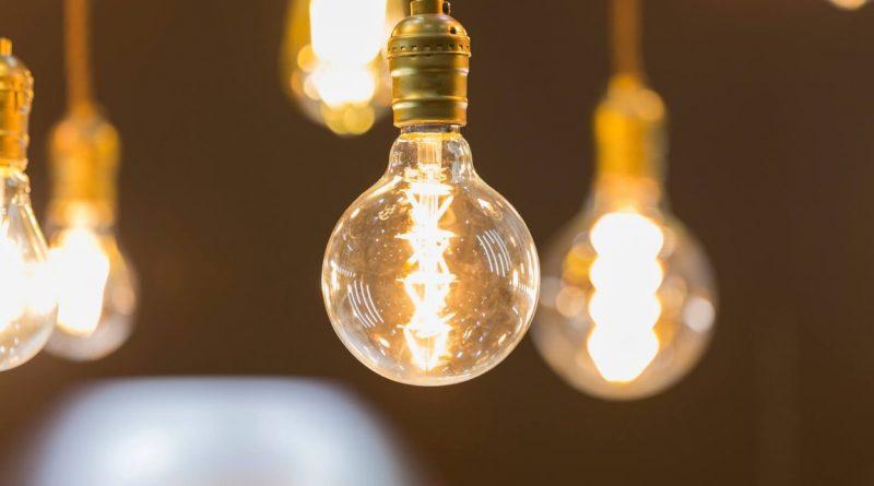 lâmpadas piscando mesmo com o interruptor apagado?